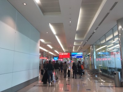 ドバイ空港での乗り継ぎ