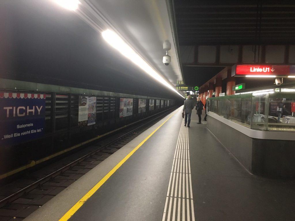 ウィーンの地下鉄のホーム